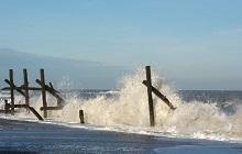 Derelict-sea-defences-at-Happisburgh---geographorguk---104716-credit-Dave-Bloom